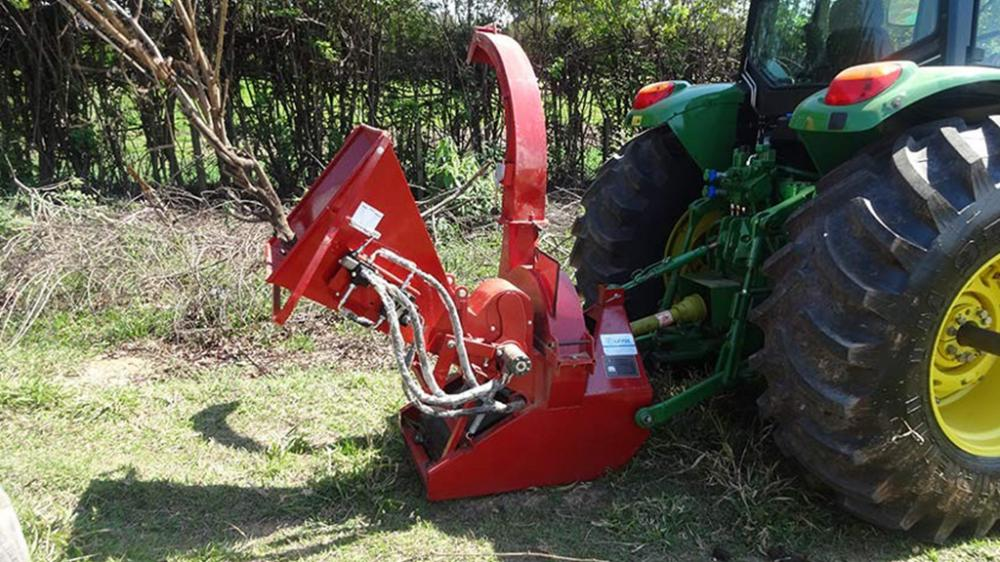 Crusher branches uses the tractor power to grind branches