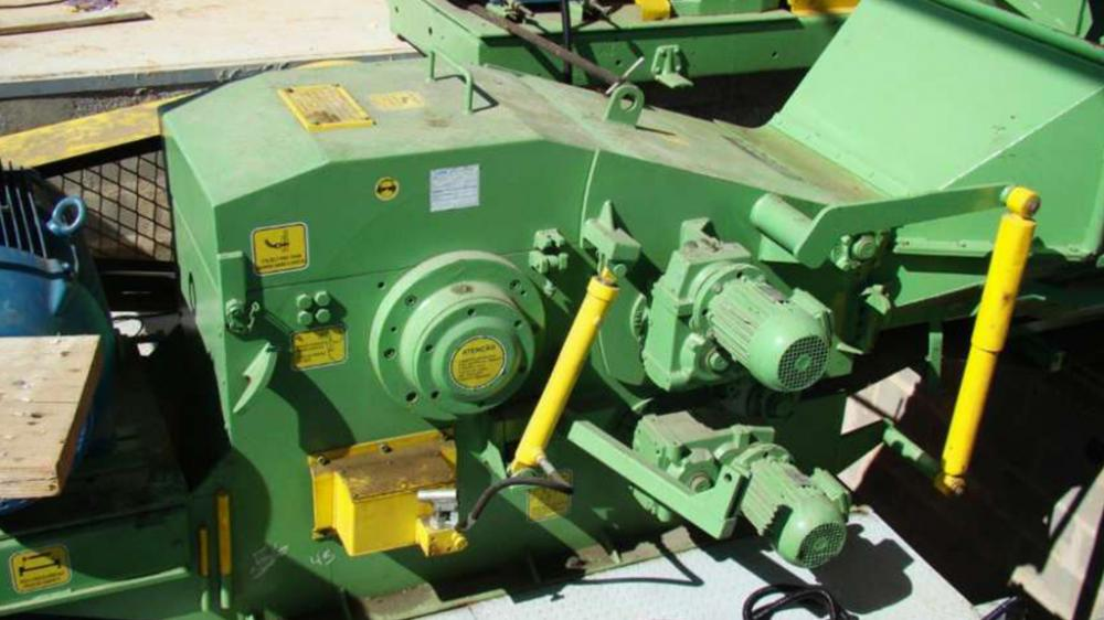 Details PTL 240 x 600 chipper for wood recycling