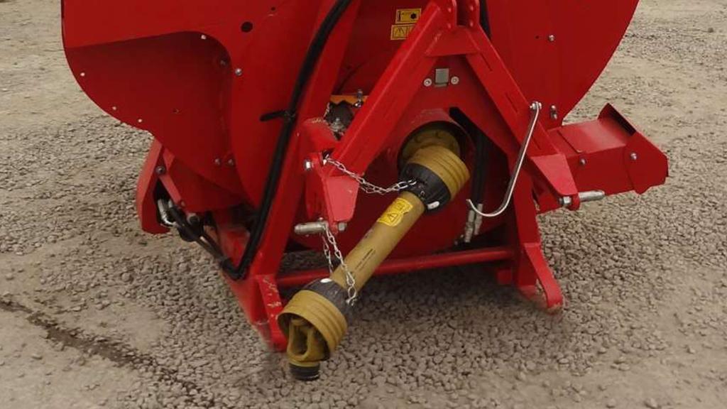 Detalhe do acionamento do triturador; feito pela tomada de força do trator.