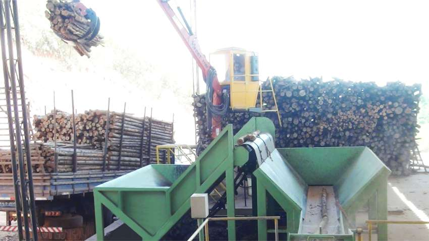 Dosing table of wood chipper