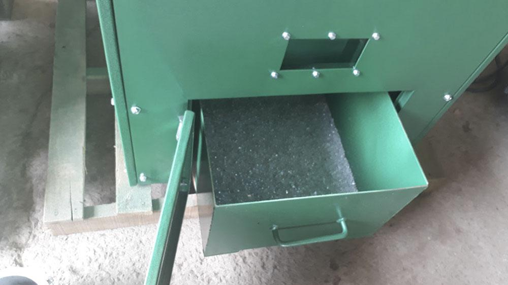 Drawer for crushed material.