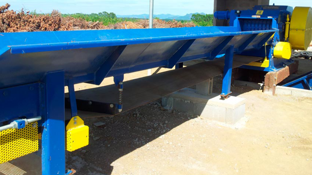 feeding trough with conveyor for feeding large volumes.