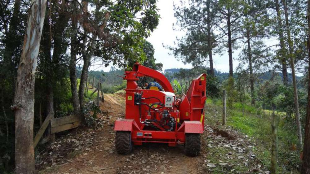 Forest chipper is easily transported by dirt roads or even the countryside.