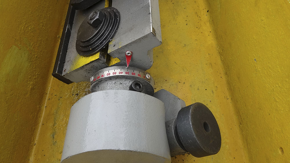 Grinding angle adjustment