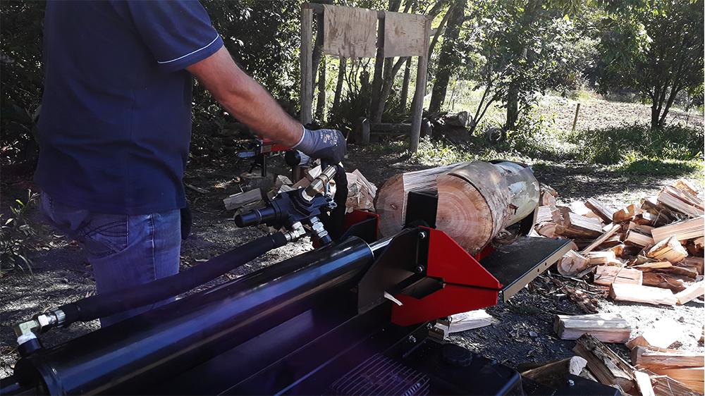 Guías para el soporte de los troncos del lugar correcto para el corte