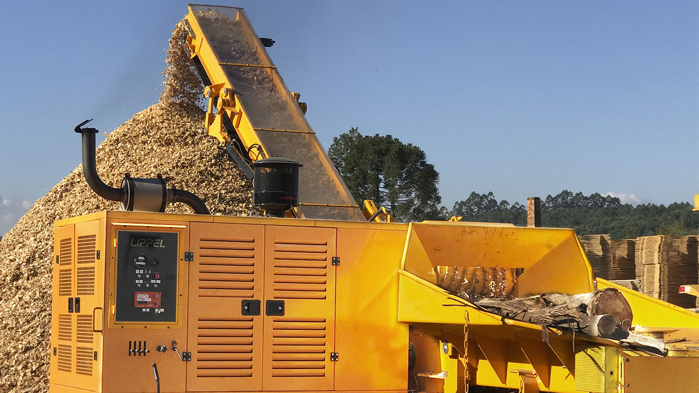 High capacity and performance Forestry Chipper