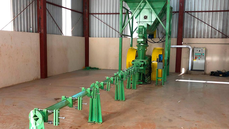 Instalação com guia para resfriamento dos briquetes na linha de produção