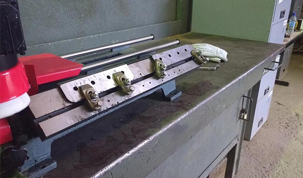 Knife detail stuck in sharpener