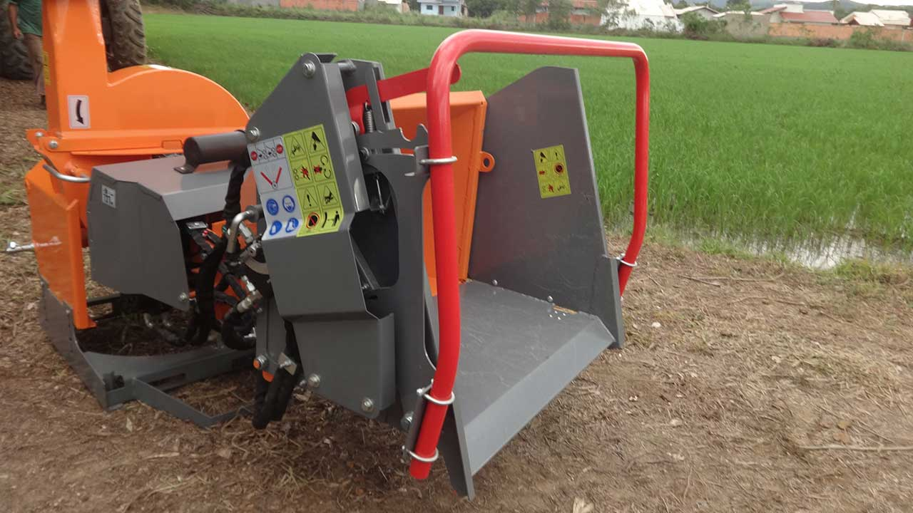 La bandeja extensible proporciona una mayor seguridad para el operador.