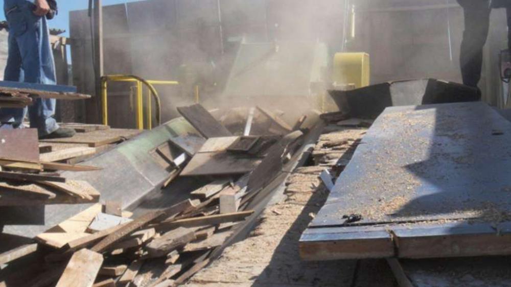 La madera de madera Picador Pique y separa los contaminantes metálicos