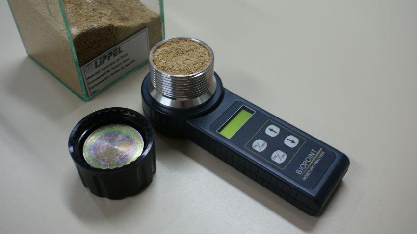 La medición de las virutas de madera de humedad