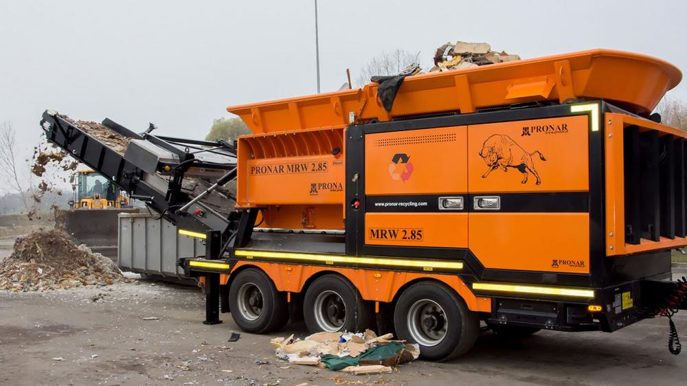 Large scale waste shredder