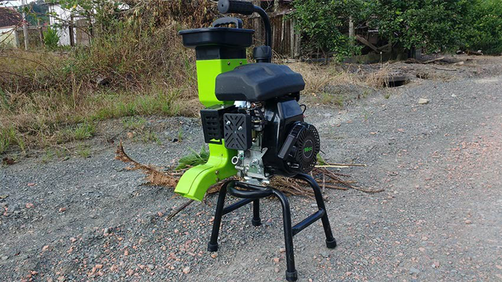 Leve com motor a gasolina triture galhos de até 28mm