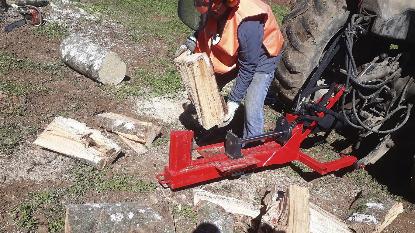 Log plitter to make the firewood production faster
