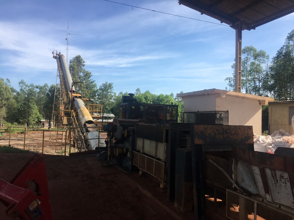 Machinery with conveyor belt equipped with metal detector
