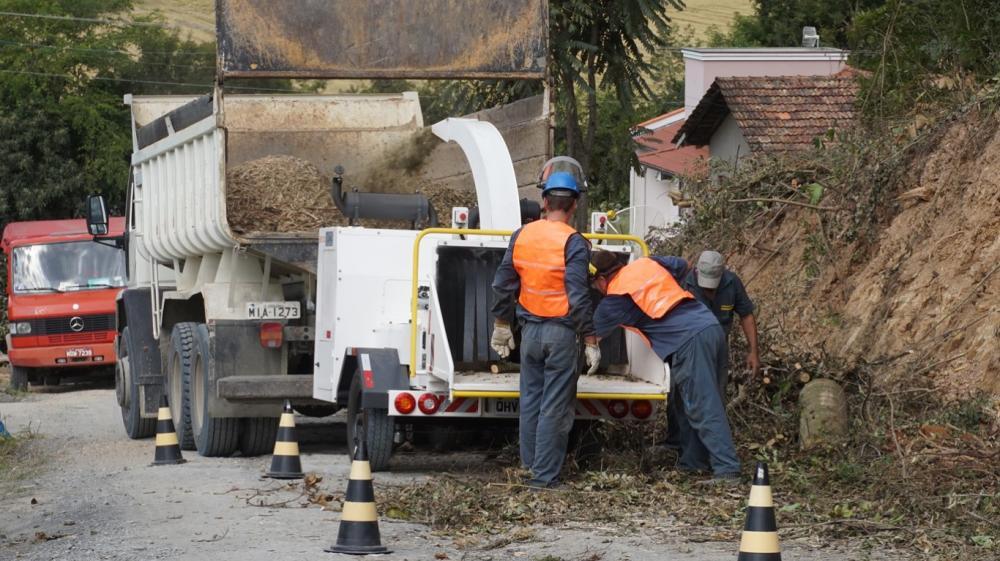 O PTU 300 pica diversos tipos de materiais: Palmeiras, cascas de palmeiras, folhas, galhos e troncos.