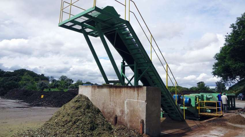 outfeed conveyor of crushed material