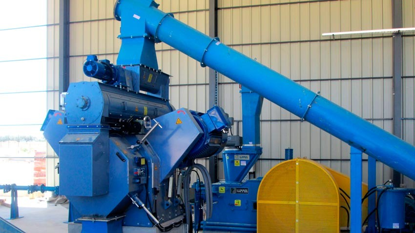 Pelletizer and briquetter and the cooling process and screening.