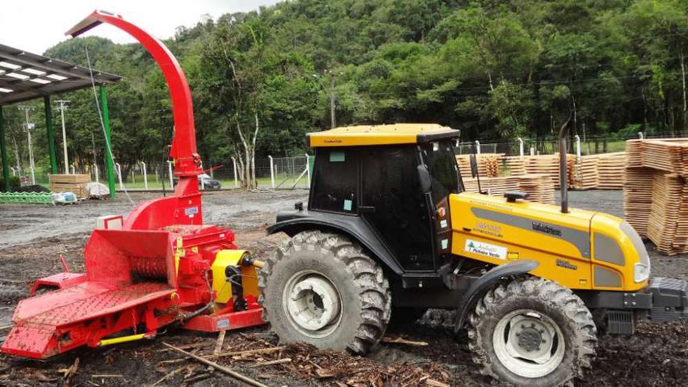 PFL 400 x 700 4TT conectado al tractor