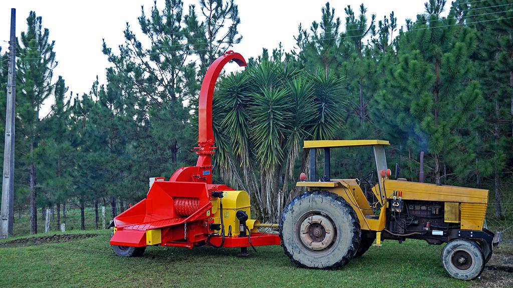 PFL con el transmisor de par para trabajar con la toma de fuerza del tractor a 1000 rpm, lo que reduce los esfuerzos en la transmisión