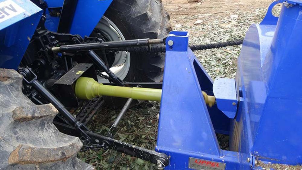 Picador rama PDG 230 acoplado al tractor mediante la potencia del motor para moler