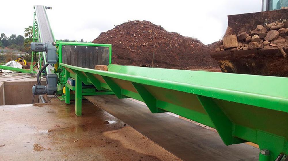 Picador sendo utilizado para o processamento de resíduos