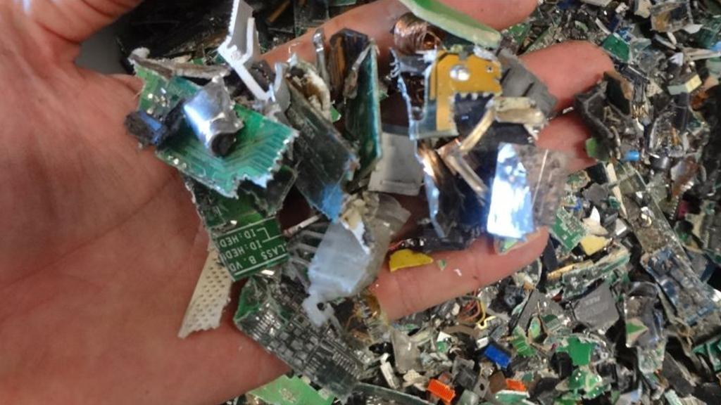 Placas eletrônicas trituradas