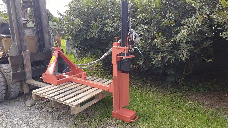 Rachador de lenha para ser utilizado na horizontal ou vertical
