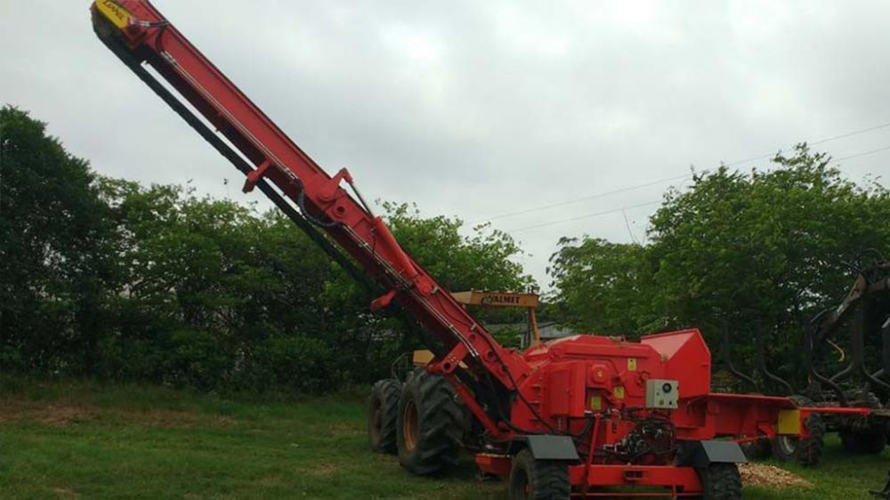 Raptor 700 T acionado por Trator BH 180, produzindo 50 a 60 m³/h consumindo de 8 a 12 L/h