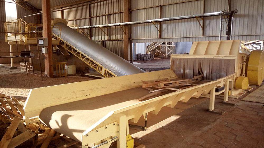 Idealizado para atender a demanda de picar materiais largos como os pallets e outras madeiras de reciclagem, tudo em apenas uma máquina.