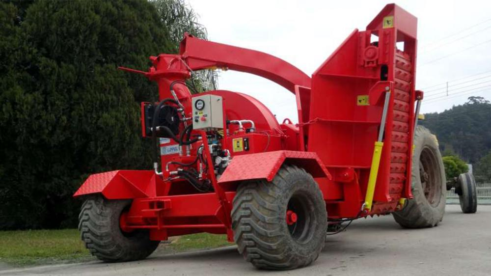 Rear view of forest chipper Castor 500 T