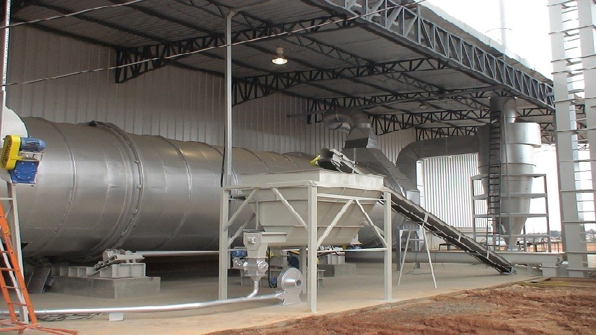 Rotary dryer for biomass drying