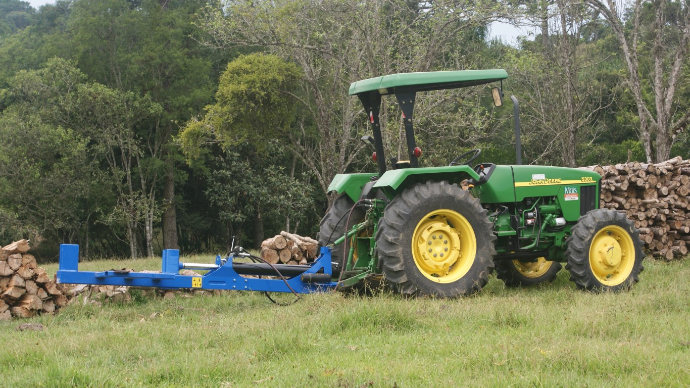 RTM 300 coupled to the tractor