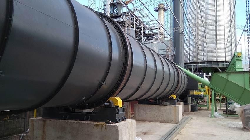 Secador rotatorio utilizado para el secado de la biomasa en la generación de un pellet de mejor calidad.