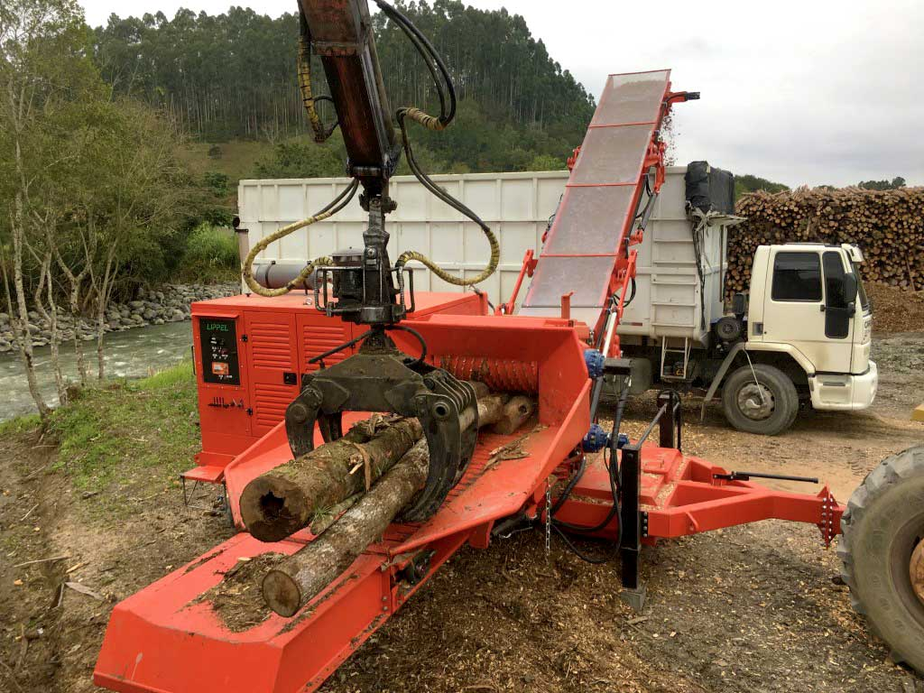 Shred hark wood logs with ease