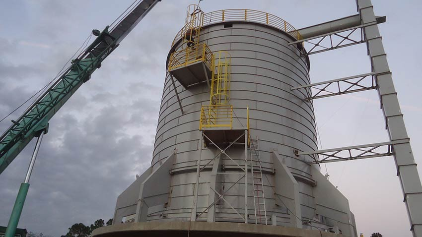 Silo 1000 m³ with feeding tankards lift.