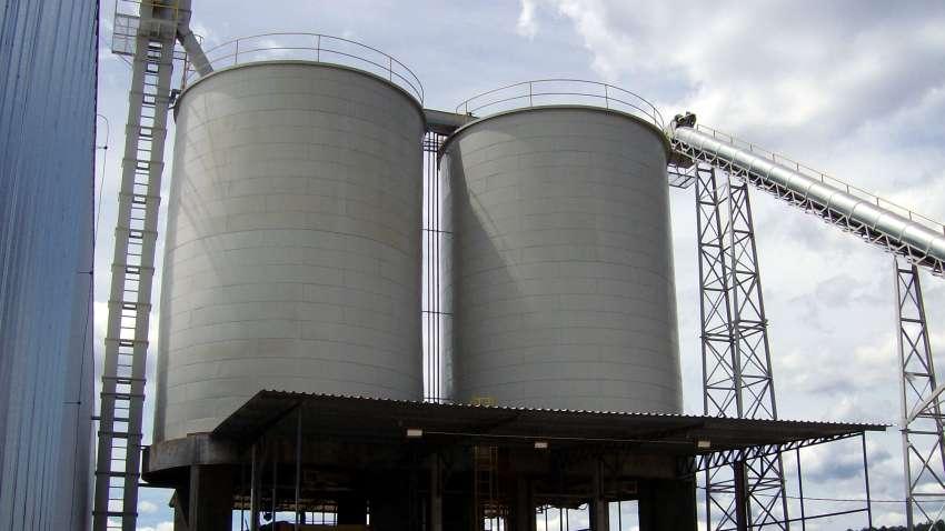 Silo para biomassa Lippel alimentado por elevador de canecas