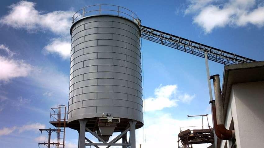 Silo para biomassa Lippel em construção elevada