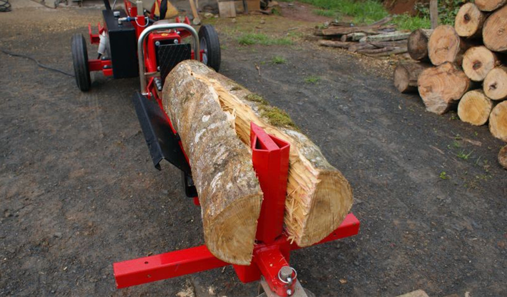 Splitting firewood in two parts