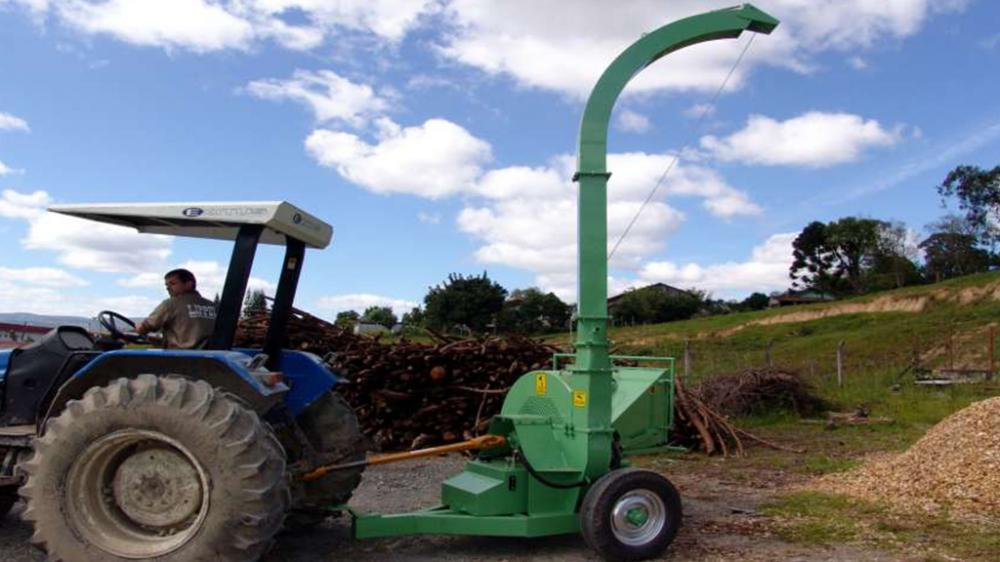 The chipper can be easily carried by a tractor