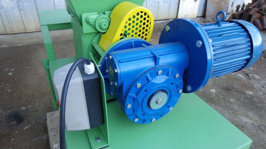 the screw drive motor