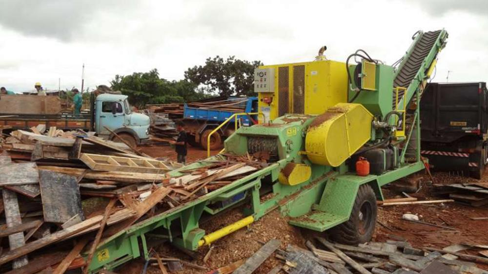 The wood chipper for recycling has great production capacity