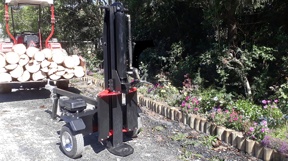 Towable log splitter for easy transportation to the workplace