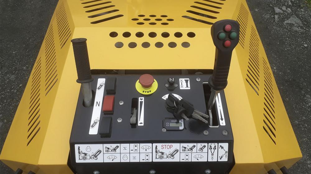 Trencher controle panel