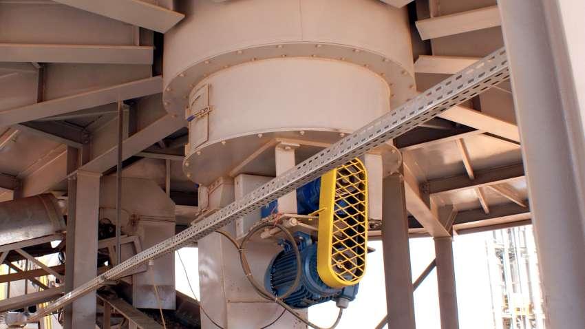 Vista externa del tornillo instalado en un silo de metal