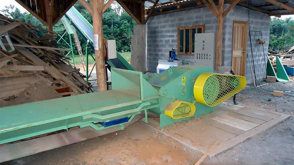 Wood chipper PTL 200 x 500 being used on wood recycling