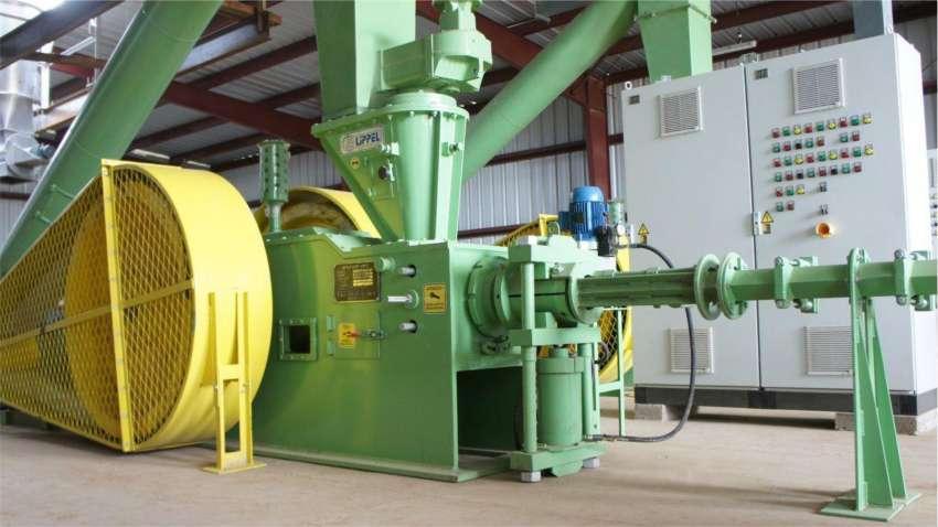 Máquinas para fabricação de briquetes e pellets a partir de diversos tipos de resíduos de biomassa.