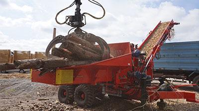 Picadoras para la obtención de chips de madera, que tiene un mayor valor añadido que la madera en varios sectores industriales.