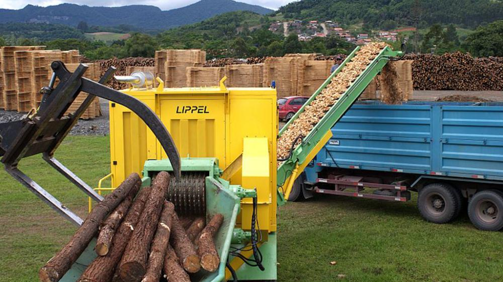 Chippers for Generating woodchips with high productivity. The chipped wood has greater added value in various industries.